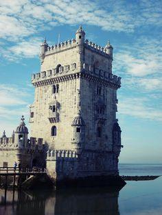 Tea time - Les Voyages de Mrs O. Lisbonne et la Tour de Bélem. Tramway, Tower Bridge, Tour, Portugal, Europe, Travel, Lisbon, Landscape, Viajes