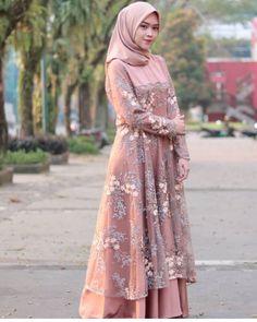 Model Dress Batik, Batik Dress, Lace Dress, Kebaya Muslim, Muslim Dress, Dress Batik Kombinasi, Hijabi Gowns, Muslimah Wedding Dress, Hijab Dress Party