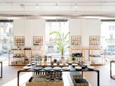 Milan's first Tenoha opens just in time for Salone del Mobile, boasting a zen co-working space, cafe, and Japanese design store in the heart of Italy. Shop Interior Design, Retail Design, Store Design, Design Interiors, Showroom, Kitchenware Shop, Simple Cafe, Work Cafe, Cafe Concept