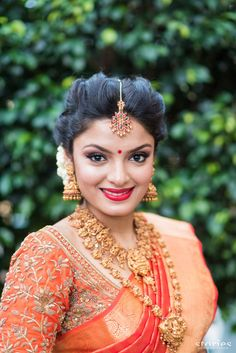 From Friends To Forever! The Engagement Story Of Janani And Harish wedding and engagement hairstyles 2019 - wedding and engagement 2019 Indian Wedding Jewelry, Indian Bridal, Bridal Jewellery, Temple Jewellery, Indian Jewelry, Saree Wedding, Wedding Bride, Tulsi Silks, Engagement Hairstyles