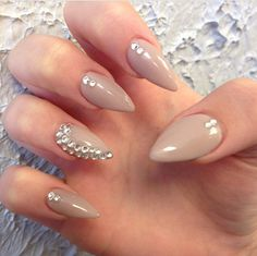 Stilleto nails