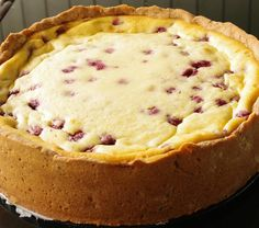 Lomakakku 🍰 Rasberry cake to celebrate summer holiday #rasberry #cake #quarkandcoconut