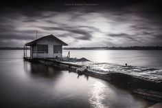 The cabin in the lake by Carlos M. Almagro  on 500px