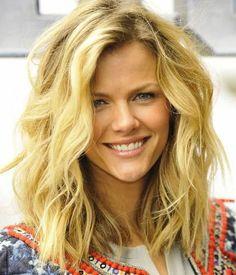 Uygun saç modelleri ile zayıf görünebilirsiniz http://www.sagliklibesin.net/2014/11/uygun-sac-modelleri-ile-zayif-gorunebilirsiniz.html