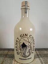Orkney Gin Mikkelmas One of the best gins I've ever tasted, and a beautiful bottle to boot. Whisky, Cocktails For Beginners, Grape And Grain, Vera Lynn, Scottish Gin, Gin Distillery, Gin Brands, Best Gin, Geneva