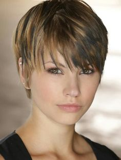 Norman Reedus and Liz E. Morgan in The Walking Dead Short Shag Hairstyles, Short Hairstyles For Women, Hairstyles Haircuts, Short Hair With Layers, Short Hair Cuts For Women, Short Hair Styles, Look 2018, Haircut And Color, Pixie Haircut