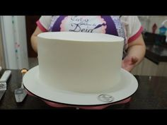 Aula completa de como alisar o seu bolo - YouTube Bolo Youtube, Cake Tutorial, Desserts, Food, Easy Cake Decorating, Cake Filling Recipes, Sprinkle Cakes, Cake Decorating Classes, Creative Birthday Cakes