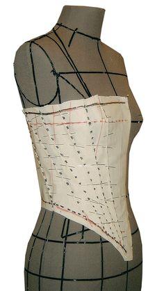 Couture Lab: Curso: Corset e Espartilho - VMA. Pattern Draping, Corset Pattern, Pattern Sewing, Corsets, Corset Vintage, Corset Costumes, Steampunk Clothing, Steampunk Diy, Couture Sewing
