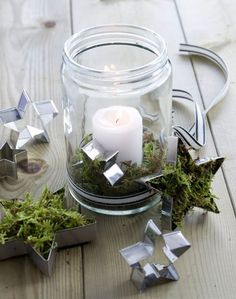 Windlichter mit Moos – Westwing Magazin Beautiful DIY wind light from a mason jar with cookie cutter Christmas Time, Christmas Crafts, Holiday, Christmas Lanterns, Cheap Christmas, Christmas Centerpieces, Yule, Diy Candles Easy, Advent Candles