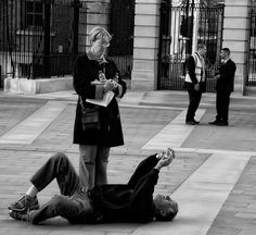 """30 Crazy Photographers in action literally giving Photography 'A NEW ANGLE' to get """"The Perfect Shot"""" - Viralomia"""