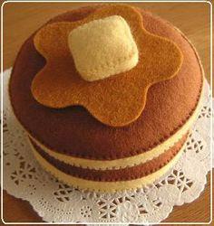 ホットケーキセット 02 Felt Diy, Handmade Felt, Felt Crafts, Felt Cake, Felt Cupcakes, Felt Fruit, Cupcake Pictures, Felt Finger Puppets, Felt Play Food