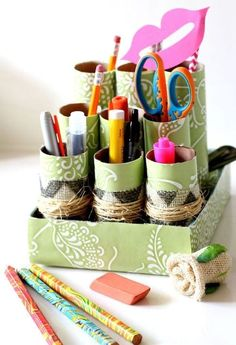 cute idea for all the pencils and stuf in Andrew's room---Use your favorite vinyl shelf liner to add customizable color and pizzazz to this DIY Cardboard Roll Desk Caddy. Make one for your office and another for the kids' homework station! Paper Towel Roll Crafts, Paper Crafts, Diy Crafts, Shoebox Crafts, Cardboard Rolls, Diy Cardboard, Cute Desk Organization, Paint Chip Calendar, Carton Diy