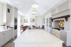 What a beautiful kitchen! Beautiful Kitchen Designs, Beautiful Kitchens, Living Environment, Modern Farmhouse Style, Open Plan Kitchen, Luxury Living, Kitchen Interior, Lounge, House Design