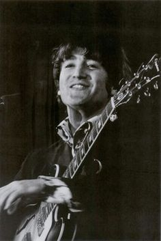 Smiley John Lennon :-) - Page 3 Jhon Lennon, John Lennon Beatles, The Beatles, Beatles Band, Beatles Photos, Great Bands, Cool Bands, Lennon And Mccartney, Lonely Heart