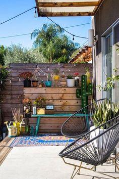 Sillas Acapulco en exteriorers. Decoración de patios pequeños. Patios traseros. #decoracionexterior #mueblesdediseño