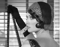 Berenice Bejo Talks About Not Talking In The Silent Movie Sensation 'The Artist' The Artist Movie, Artist Film, Great Gatsby Fashion, 30s Fashion, Fashion Vintage, White Fashion, Flapper Girls, Flapper Hair, Flapper Accessories