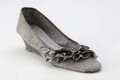 Artist Julie VonDer Vellen makes extraordinary shoes from ink jet prints. That's right, they are made out of paper.