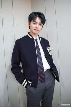 Yeonjun TXT Dijuluki Trainee Legendaris Big Hit, Begini Awal Mulanya – Hi, Tom! K Pop, Kai, Photo Sketch, Kim Taehyung, T Rex, Handsome Boys, Pop Group, K Idols, My Boys
