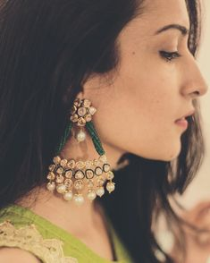 6 Types of Bridal Earrings to Know About before going Jewellery Shopping Indian Jewelry Earrings, Jewelry Design Earrings, Indian Wedding Jewelry, India Jewelry, Emerald Jewelry, Bridal Earrings, Designer Earrings, Bridal Jewelry, Jewelery