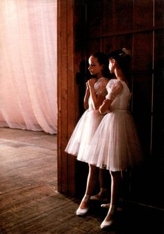STUDENTS OF LENINGRAD BALLET ACADEMY IN THE BACKSTAGE, 1989, children ballerinas