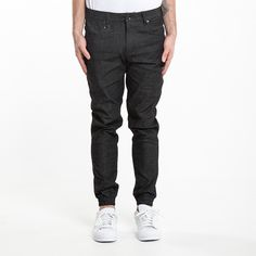 #Blakshop - #publish - 835150003.83BLACK_INDIAN DENIM JOGGER PANT • BLACK - Pantalone denim jogger fit. 97% cotone 11% poliestere 2% spandex. Tasche frontali arrotondate, doppie tasche posteriori, d-ring in vita, cintura rinforzata, logo foglia ricamato.TagliaVitaGambaCaviglia 2877.4773.6620.323082.5573.6621.593287.6373.6622.863492.7173.6624.133697.7978.7425.438102.8778.7426.6740107.9578.7427.94421