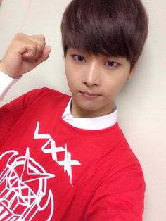 """N : """"Today is Friday the 13th redness!! Victory Korea!! ( ̄^ ̄)ゞ"""""""