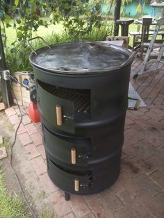 rocket stove and grill Fire Pit Bbq, Diy Fire Pit, Outdoor Oven, Outdoor Cooking, Barbecue Grill, Grilling, Portable Barbecue, Parrilla Exterior, Barrel Grill