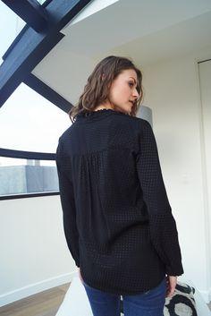 Blouse Daphnée https://www.lescomptoirsdorta.com/fr/ #lescomptoirsdorta #eshop #blouse #daphnée #black #spring #collection #details #transparent #poids #back #poids #crush