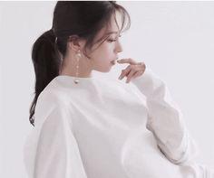 K-Pop Babe Pics – Photos of every single female singer in Korean Pop Music (K-Pop) Arte Dope, Clc, Female Singers, Single Women, Pop Music, Korean, Ruffle Blouse, Kpop, People