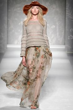 Alberta Ferretti Spring 2011 Ready-to-Wear Fashion Show - Vlada Roslyakova