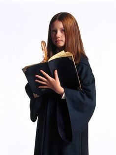 Ginny Weasley (Bonnie Wright) in Harry Potter and the Chamber of Secrets Photo Harry Potter, Harry Potter Pictures, Harry Potter Characters, Harry Potter World, Ginny Weasley, Hermione Granger, Bonnie Wright, Desenhos Harry Potter, Harry And Ginny