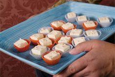 Sitruunaleivokset ✦ Pieniä sitruunaleivoksia valmistuu kerralla helposti enemmänkin. Helppo tarjottava noutopöytään ja illanistujaisiin. http://www.valio.fi/reseptit/sitruunaleivokset/