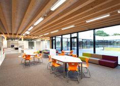 Marktplatz ist neue Kommunikationszone in der Neuen Mittelschule Schwanenstadt Conference Room, Table, Furniture, Home Decor, City, House, Decoration Home, Room Decor, Tables