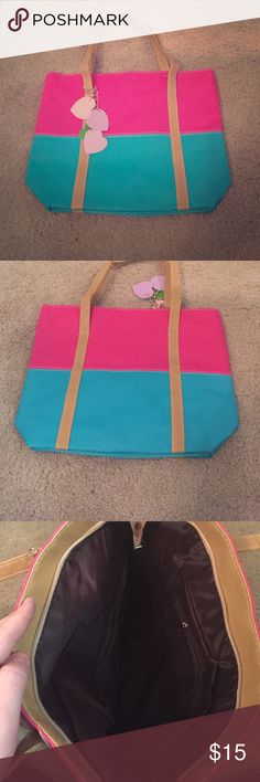 Cute handbag! New! Cute handbag! Zips all the way to close! New! Bags