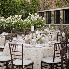 Wedding table ivory details flowers