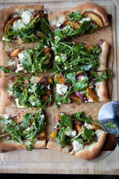 Peach and chevre pizza with arugula // Try with Art of Oil's traditional EVOOs such as Arbequina from California. I Love Food, Good Food, Yummy Food, Vegetarian Recipes, Cooking Recipes, Healthy Recipes, Cooking Ideas, Arugula Pizza, Gastronomia