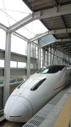 九州新幹線 Kyushu-Shinkansen I want to travel on this train one day Transportation Engineering, Escala Ho, Rail Train, High Speed Rail, Rail Transport, Speed Training, Kyushu, Electric Locomotive, Train Tracks