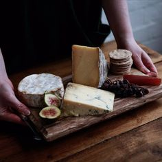 Have you planned your Christmas cheeseboard yet? Are you a big Stilton fan or do you like to try something different each year? Whatever your thoughts, we think it's nice to keep a cheeseboard well-balanced with different textures, milk-types, sizes and shapes and to keep accompaniments simple#TheNaturalChoice