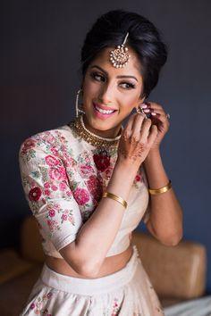 South indian bridal look asian bride Ideas South Asian Bride, South Asian Wedding, Wedding Looks, Bridal Looks, Bridal Style, Indian Wedding Outfits, Indian Outfits, Pakistani Outfits, Indian Weddings