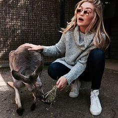 5. The Kangaroo Sanctuary Selfie   Community Post: The 19 Most Life-Changing Gigi Hadid Selfies