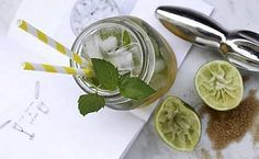 Aito kuubalainen mojito valmistetatan vaaleasta rommista, mintusta, limetin mehusta, ruokosokerista ja soodasta.