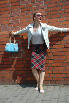 Ocean Blue Style a 40+ fashion blog where #SoCal #Ease meets #European #Elegance for #women. #Leatherjacket #tartan #summer #pencilskirt