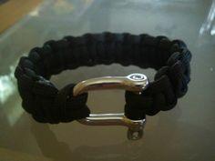 Knyttet herrearmbånd med rustfri sjækel (macrame mens bracelet with stainless steel shakel)