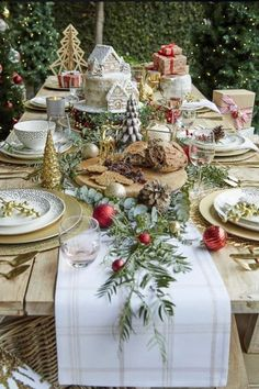 christmas table How lucky are we to have Christmas in the summer time Decorate your outdoor table and set yourself up for a long lunch, because what else is Christmas about Noel Christmas, Outdoor Christmas, Rustic Christmas, Christmas Crafts, Summer Christmas, Magical Christmas, Christmas Lunch Ideas, French Country Christmas, Classy Christmas