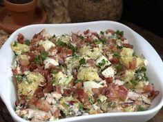 aardappelsalade met gerookte kip, spek en ei - Familie over de kook