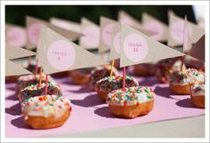 donut escort cards
