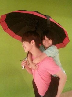 Doyoon carrying Samuel ~ Seventeen members- Pledis boys