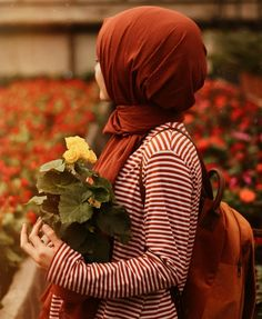 Cute Girl Photo, Girl Photo Poses, Girl Photography Poses, Beautiful Hijab Girl, Beautiful Muslim Women, Modern Hijab Fashion, Hijab Fashion Inspiration, Muslim Fashion, Arab Girls Hijab