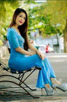 Myanmar Traditional Dress, Traditional Dresses, Beautiful Asian Women, Black Is Beautiful, Sitting Girl, Myanmar Women, Indian Fashion, Women's Fashion, Sexy Asian Girls