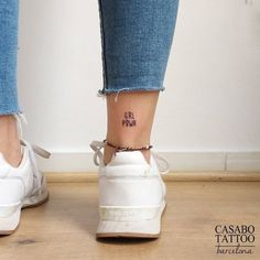 41 inspiring quote tattoos to motivate you every time 25 reasons tattooing a tiny animal on your body isn t as nuts as it sounds Time Tattoos, Body Art Tattoos, Small Tattoos, Tatoos, Tattoo Girls, Tattoo Model Mann, Henne Tattoo, Inspiring Quote Tattoos, Motivational Tattoos